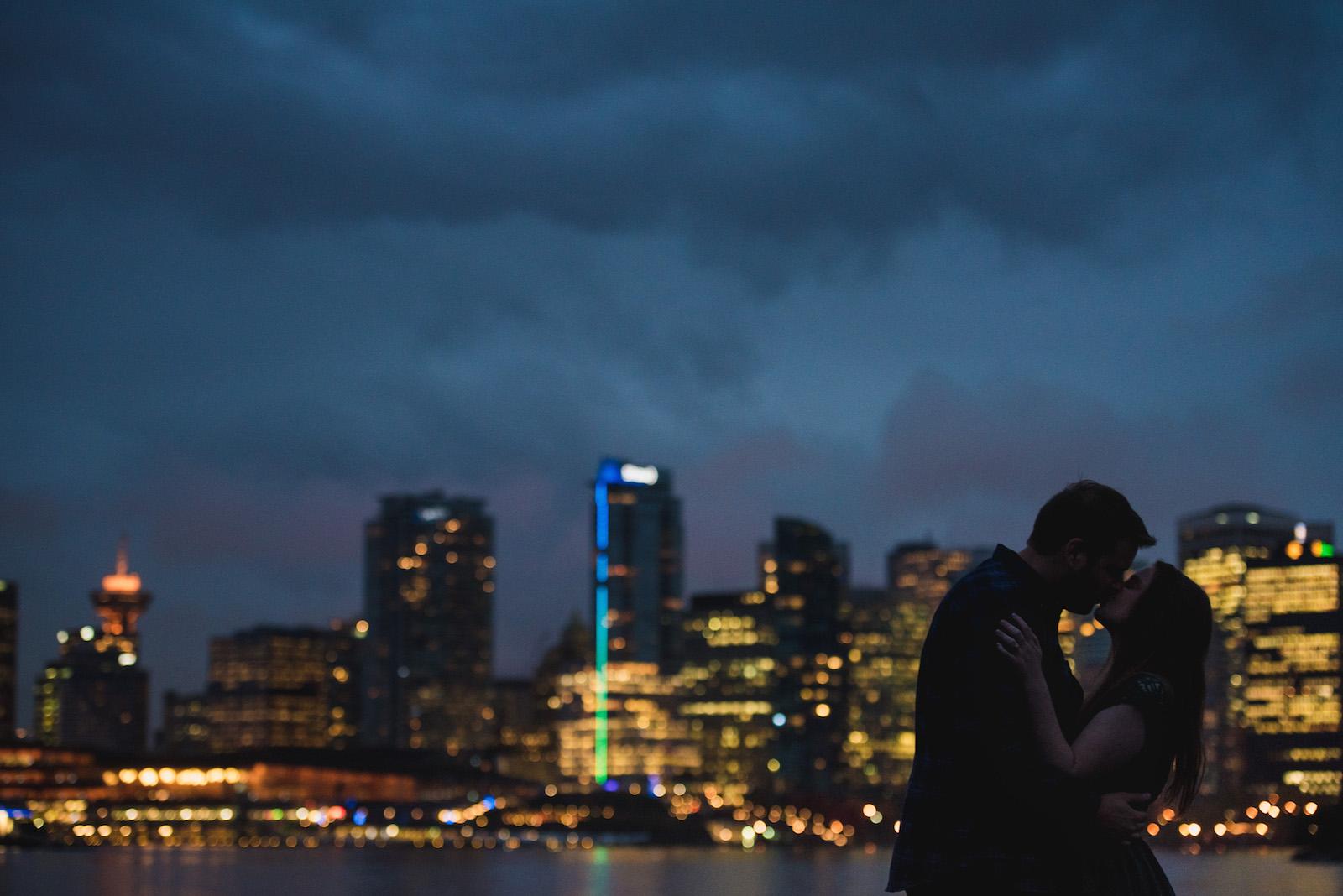 vancouver-island-wedding-photographers-rainy-stanley-park-engagement-17.jpg