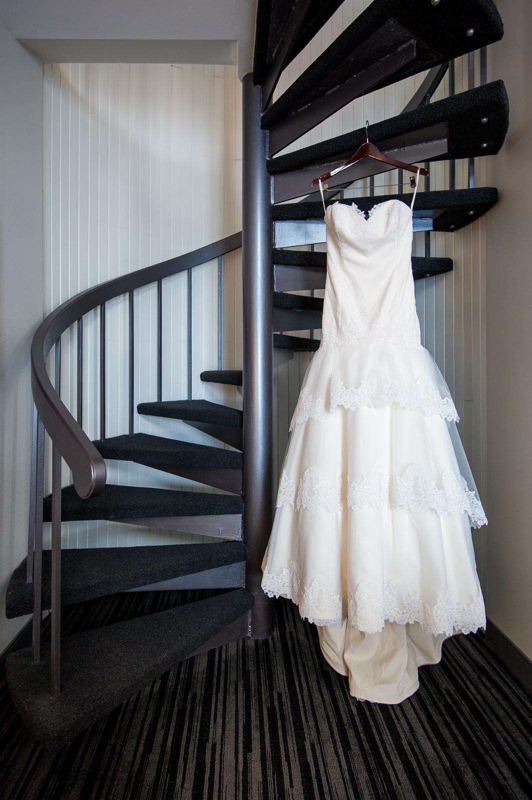 victoria-wedding-photographers-science-world-wedding-telus-world-of-science-wedding-08.jpg