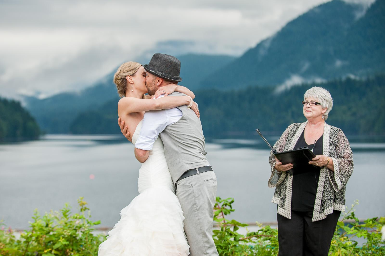 bc-wedding-photographers-cleveland-dam-wedding-11.jpg