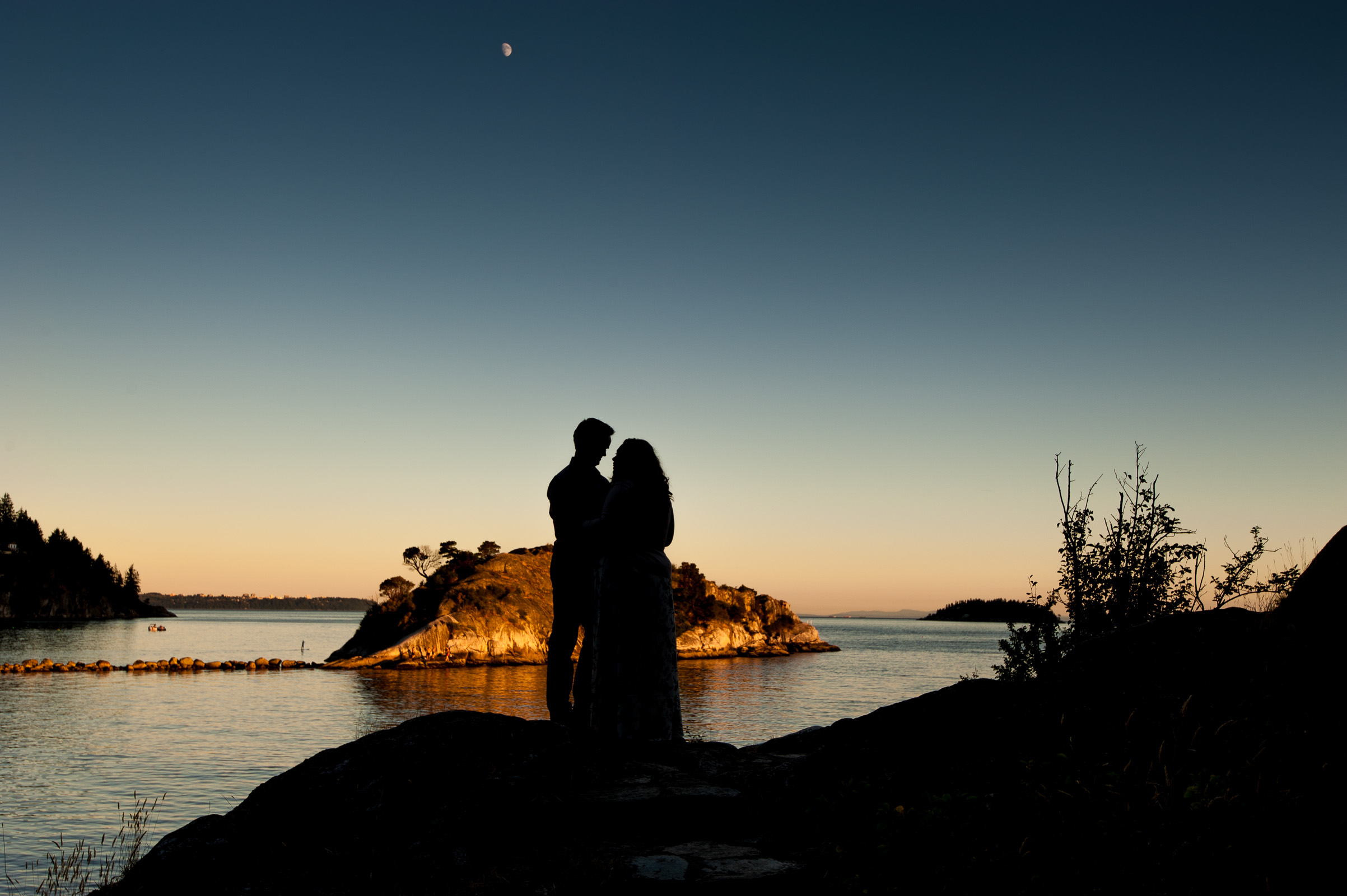 vancouver-island-wedding-photographers-whytecliff-park-engagement-12.jpg