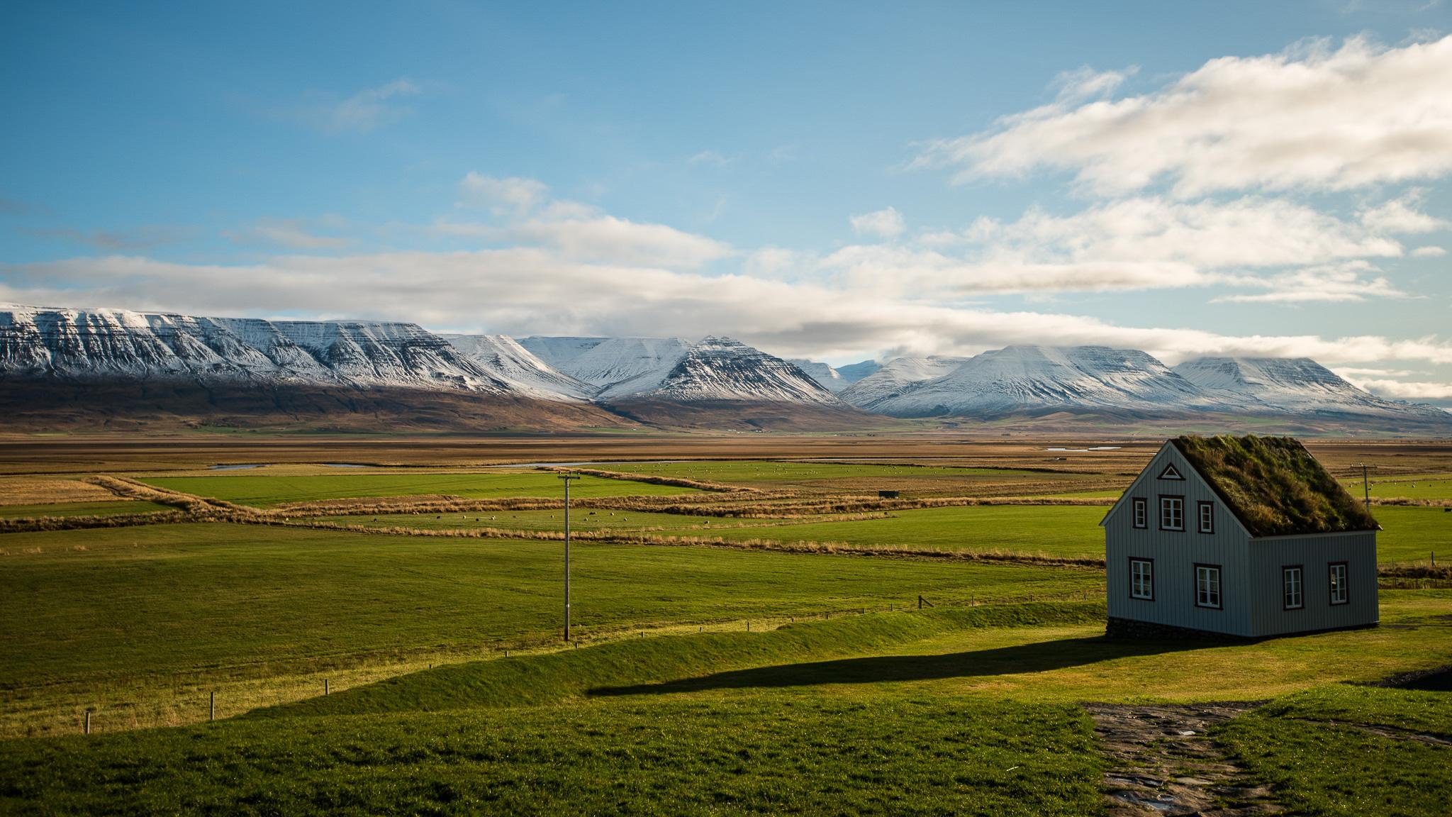 iceland-elopement-photographers-victoria-wedding-photographers-travel-iceland-60.jpg