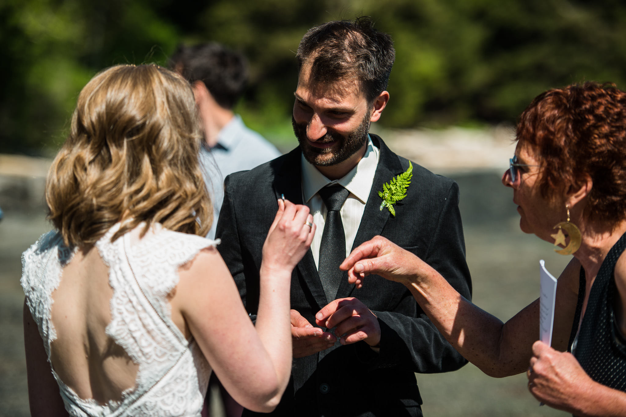 victoria-wedding-photographer-botanical-beach-wedding-port-renfrew-33.jpg