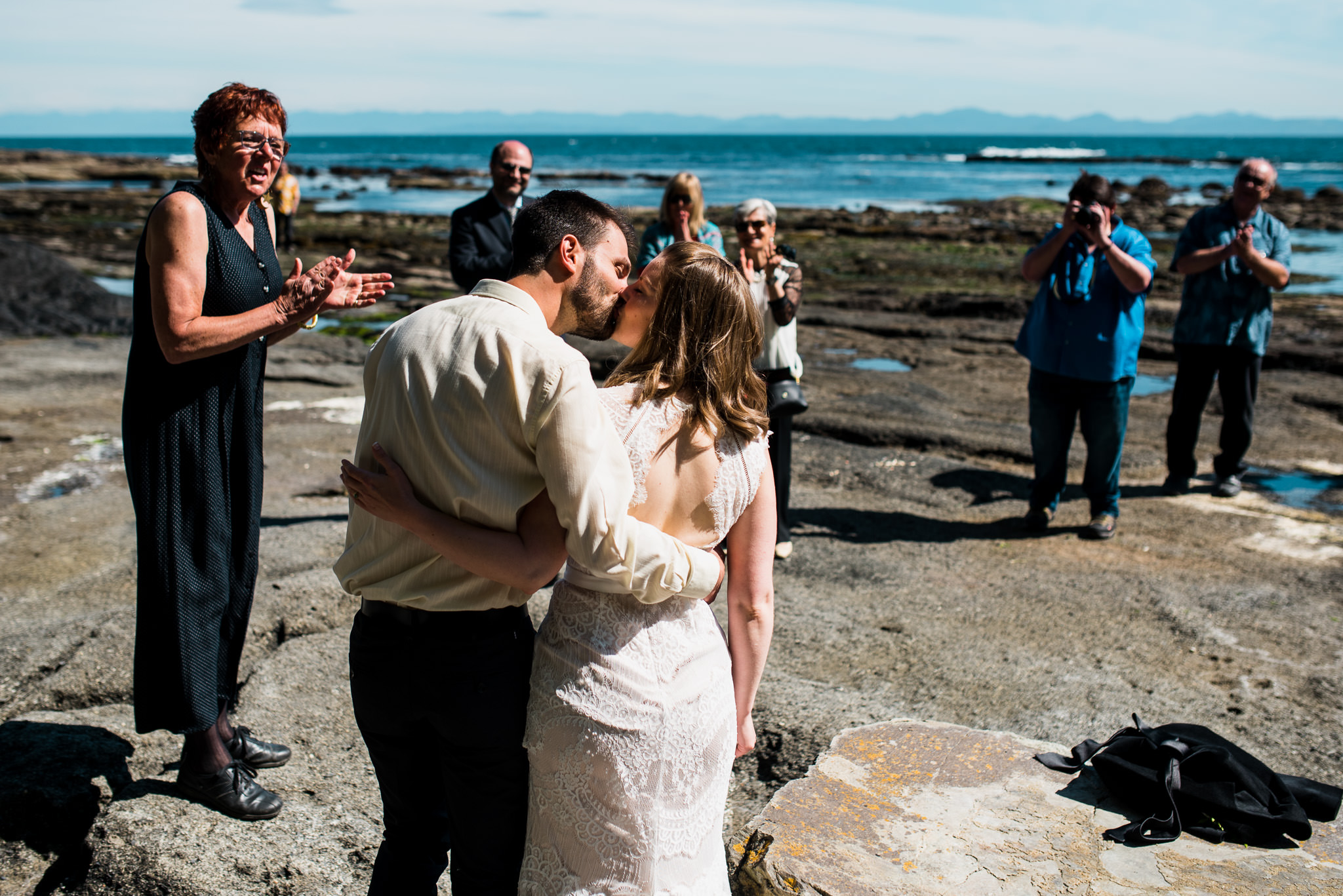 victoria-wedding-photographer-botanical-beach-wedding-port-renfrew-37.jpg