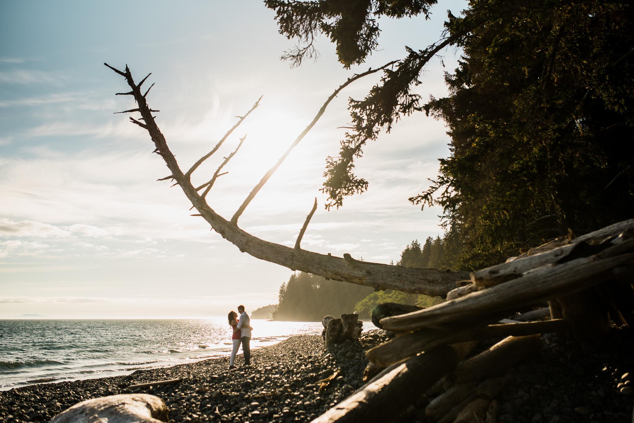 victoria-wedding-photographer-sandcut-beach-engagement-3.jpg