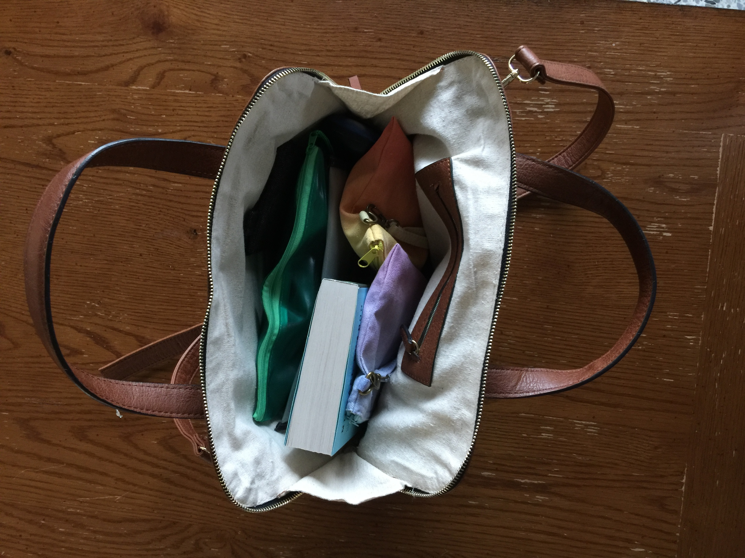 The bag opening is really wide and has bright linen lining, which makes everything easy to find.
