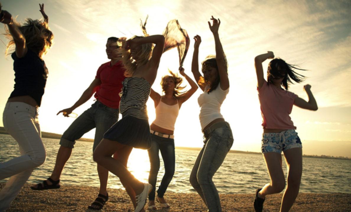 beach-dance-119510227.jpg