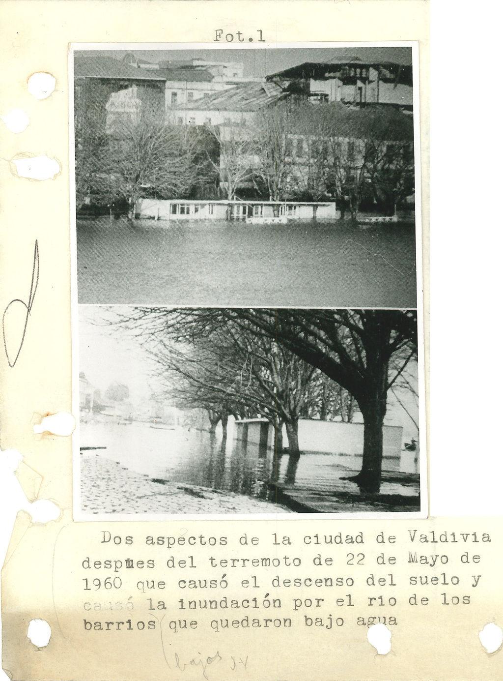 Dos aspectos de la ciudad de Valdivia después del terremoto de 22 de mayo de 1960 .jpg