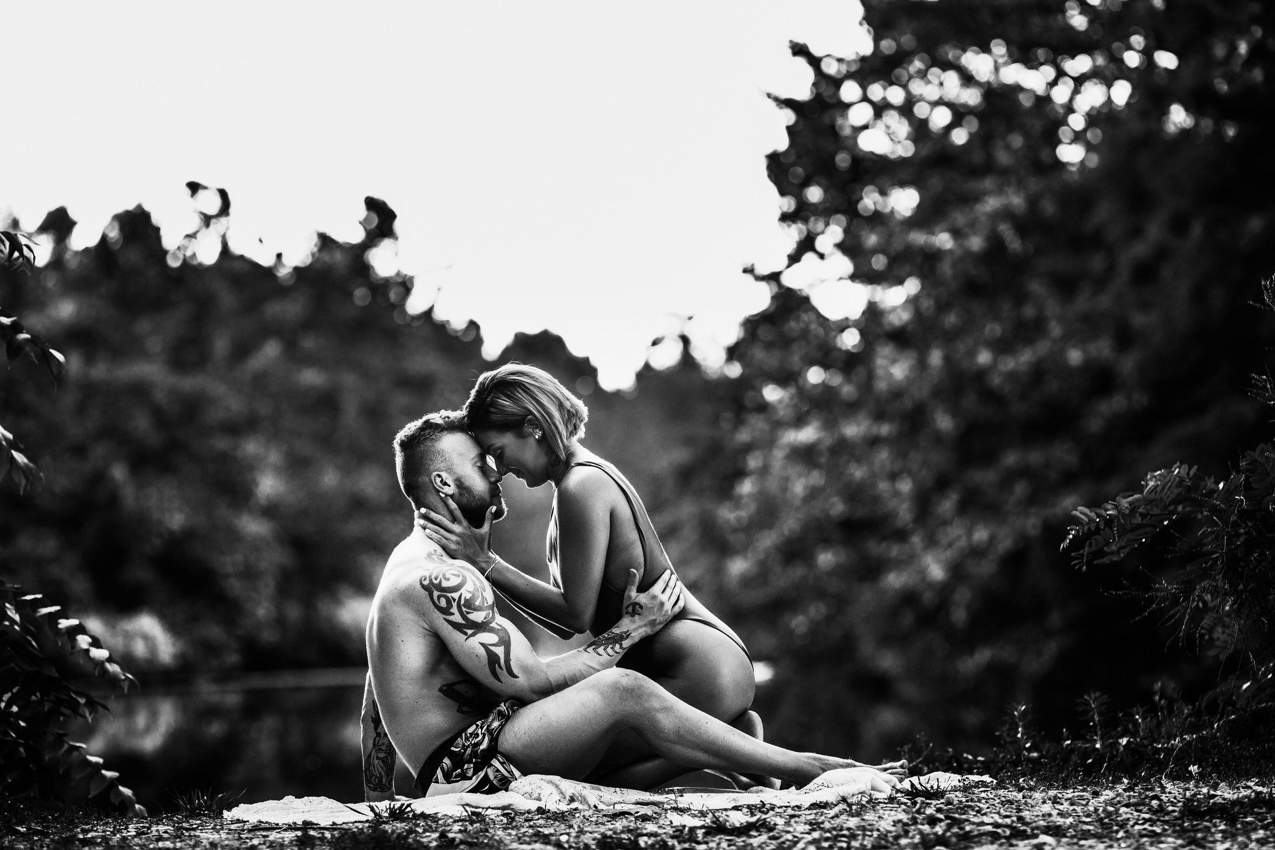 A steamy lakeside couples session by Missouri Wedding & Portrait Photographer, Teri Ann Forck.
