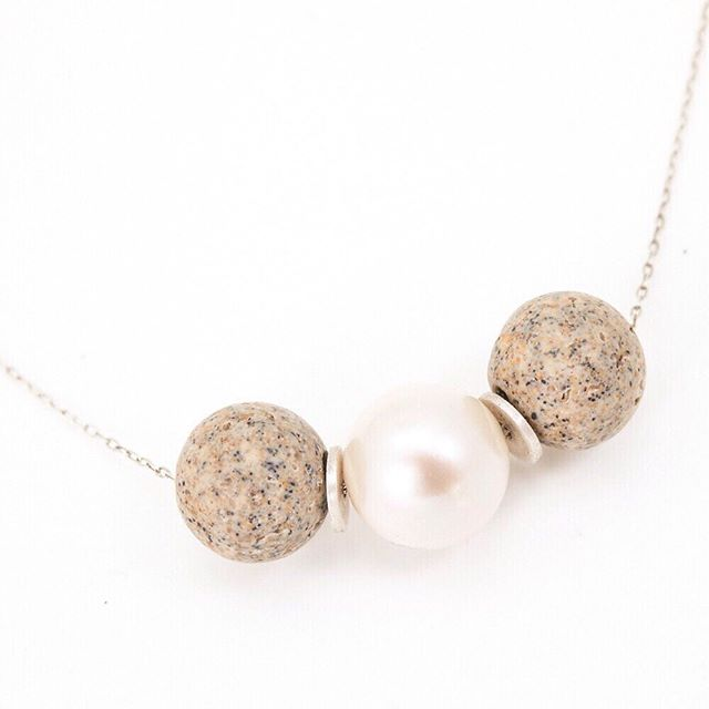 the heat is coming and my AC has issues - time for a super light combo of concrete and a glowing white Chinese Akoya cultured pearl ⚪️