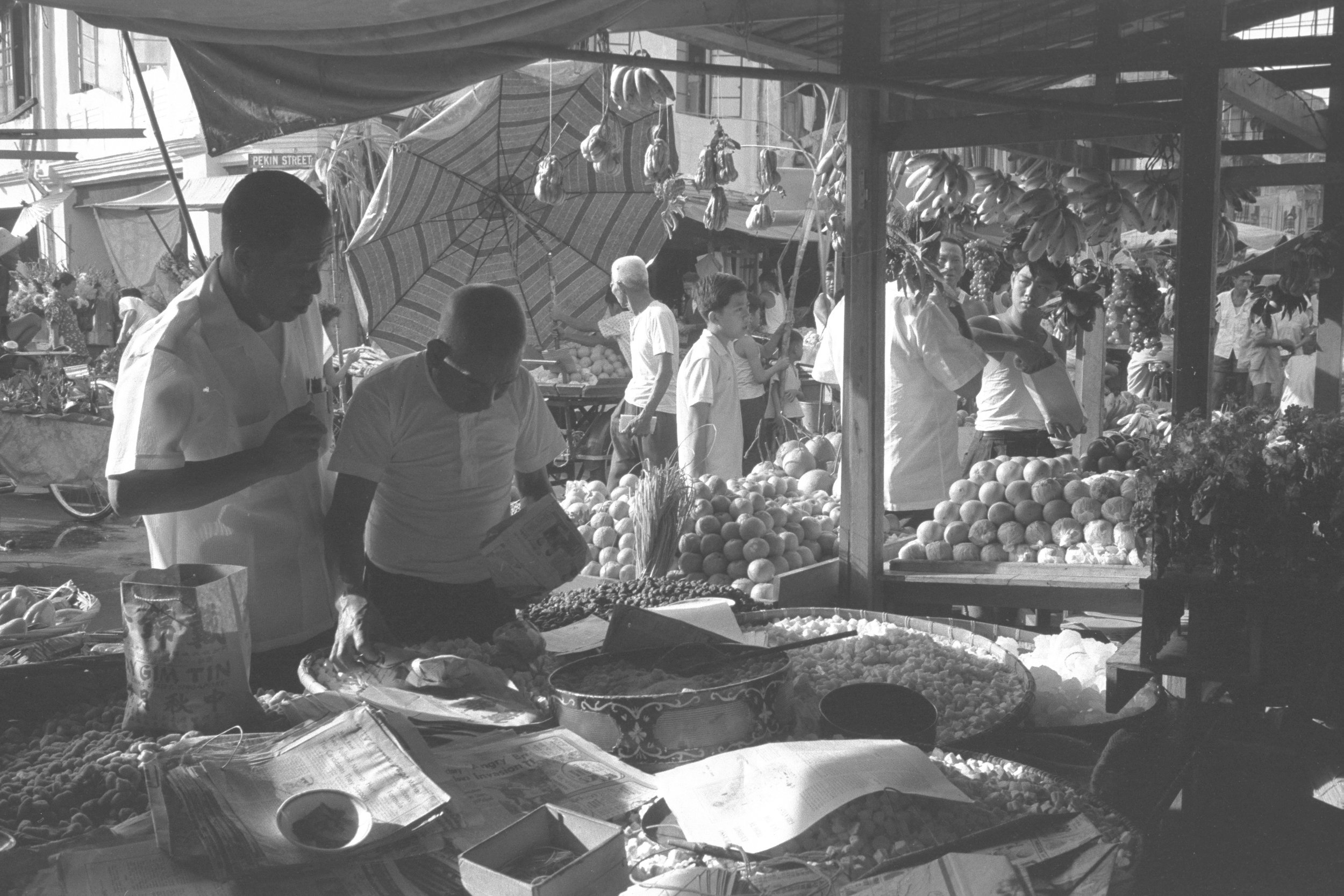 Hawker sellers at a day market in Singapore's Chinatown district, 1962.