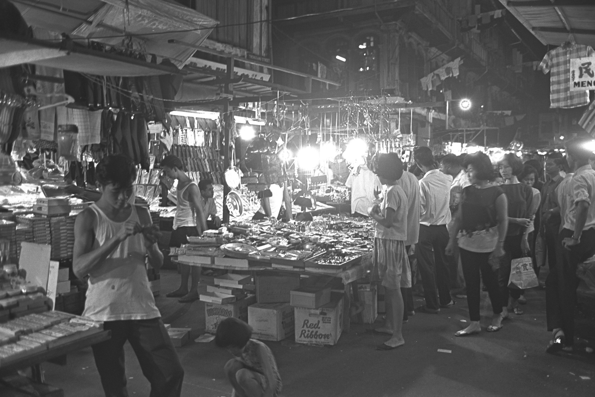 A night market in the same area, 1965. Both photographs courtesy of National Archives of Singapore.