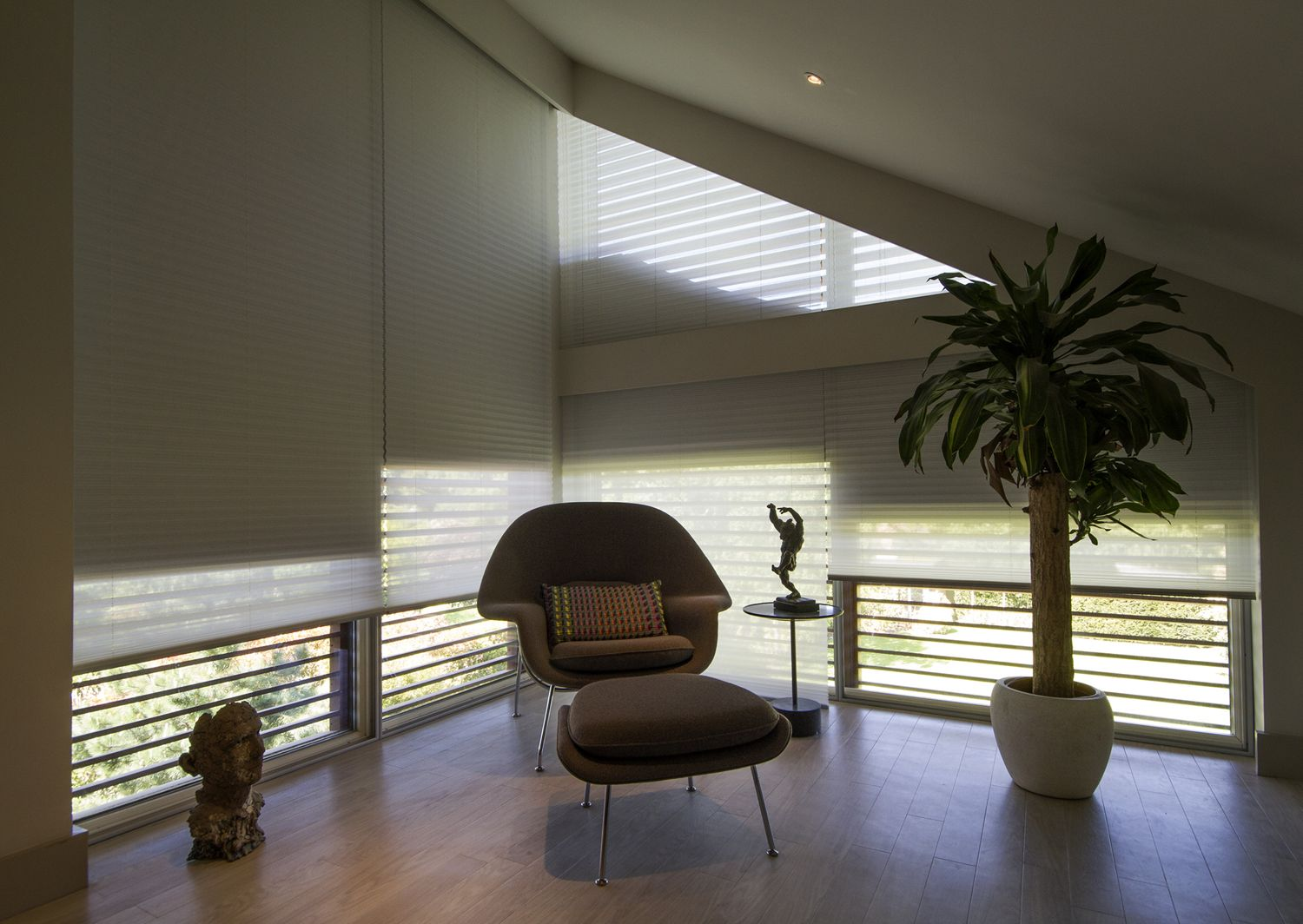 01 - Corner-with-double-blinds.jpg