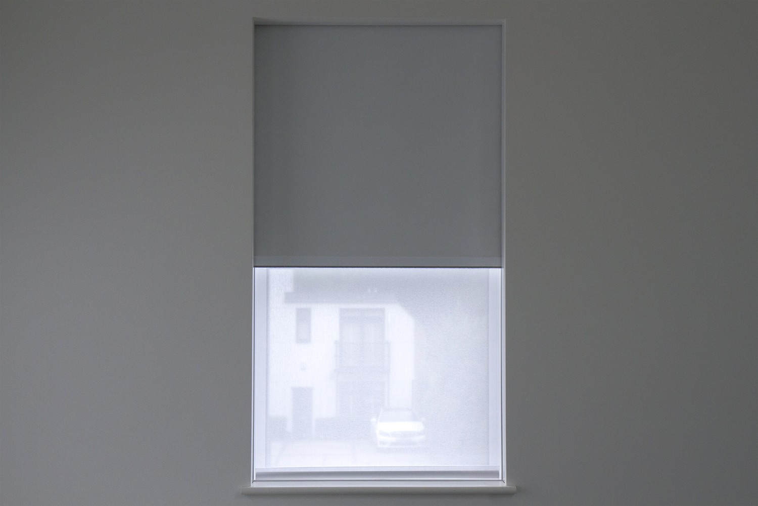 Sash-window-w-privacy-and-blackout-blind.jpg