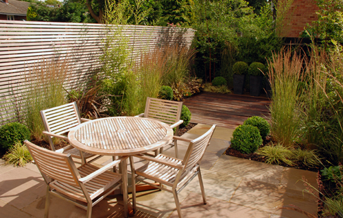 Contemporary garden for a professional couple