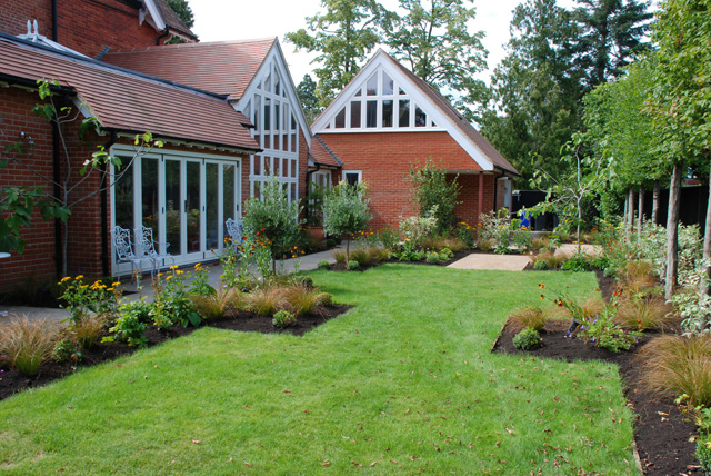 Family-garden-Lisa-Cox-Desi.jpg