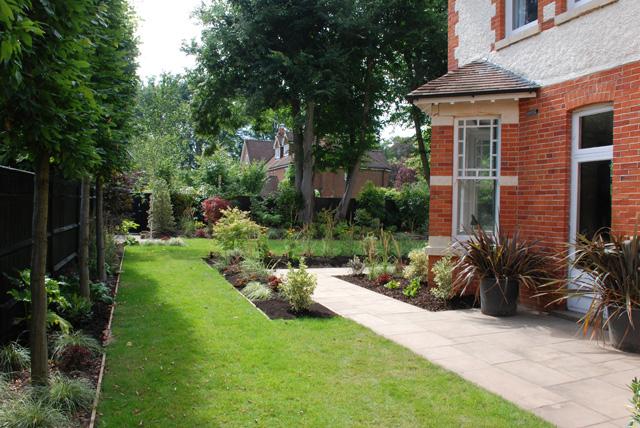 Side-garden-Woking-Lisa-Cox.jpg