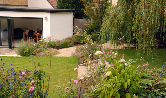 Leatherhead-garden-planting.jpg