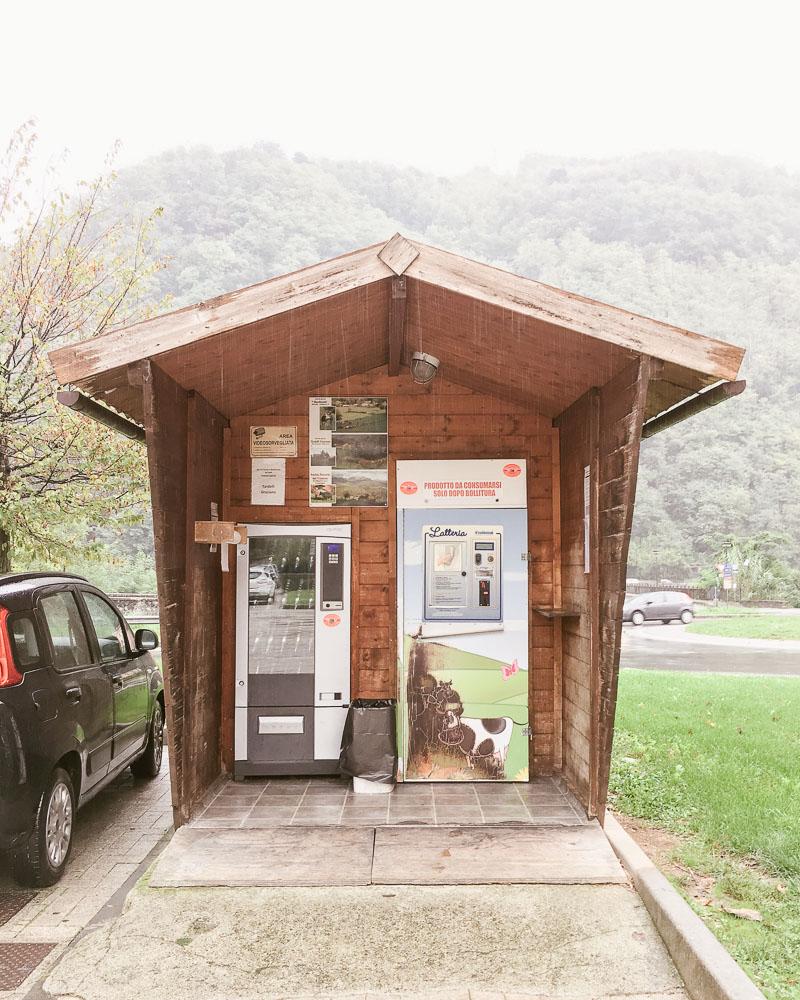 Italian unpasturised milk vending cabin