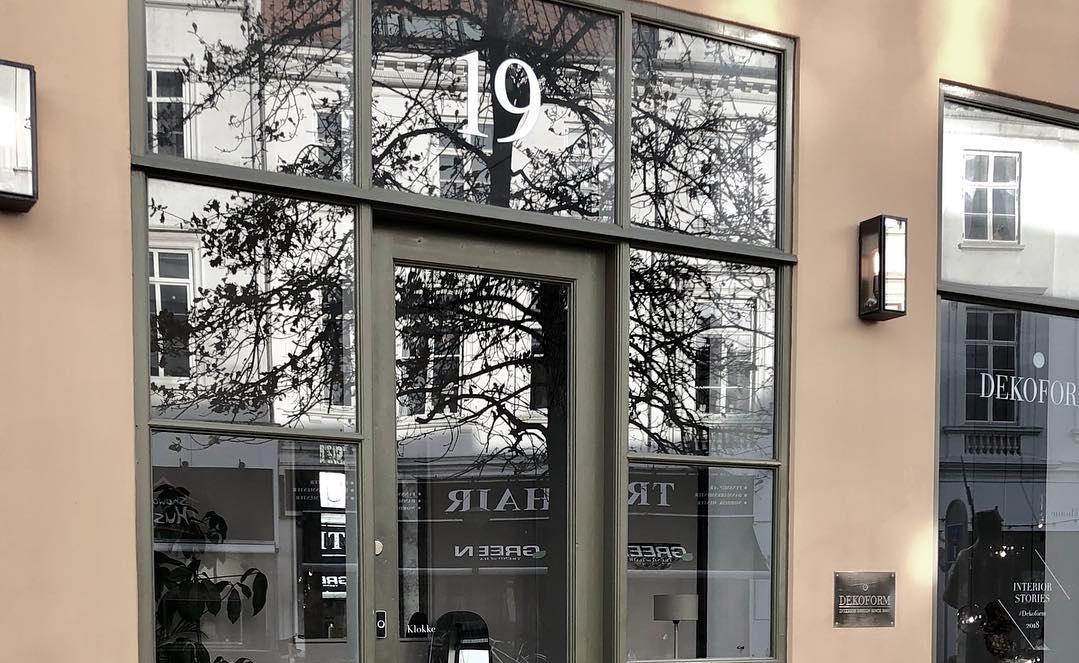 BESØG OS! - Besøg vores showroom i Odense C og lad dig inspirere af vores unikke produkter og livlige indretning, som særligt har fokus på kvalitet, æstetik og unikhed.