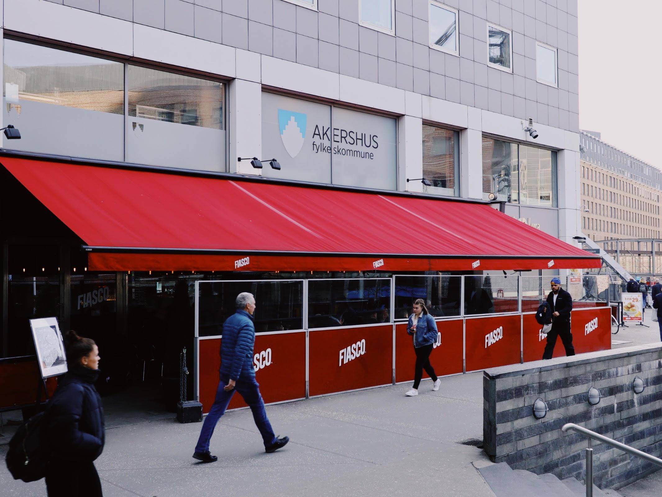 Ved inngangen til Galleri Oslo finner du Café Fiasco, som siden 2008 har vært en av Operaens nærmeste naboer