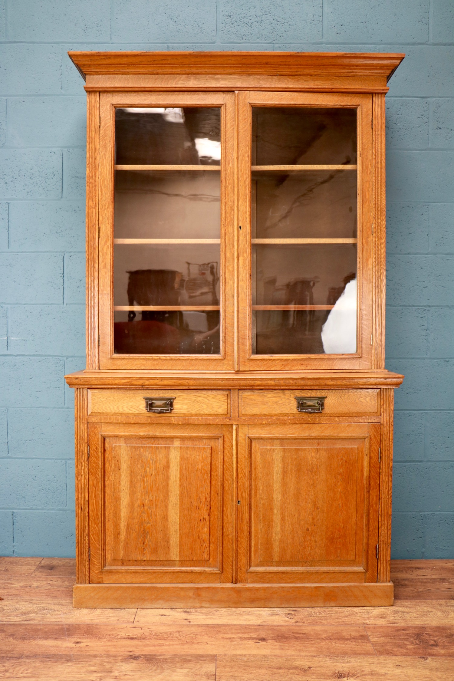 - Just writing to say that I'm very happy with the bookcase, it looks great. Many thanks for getting it to us so quickly.Ben, Leicester