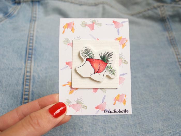Le Pins - PLUMES DANS LE SLIP  © LaRobotte  Dessiné au stylo sur du plastique dingue   Disponible sur Etsy