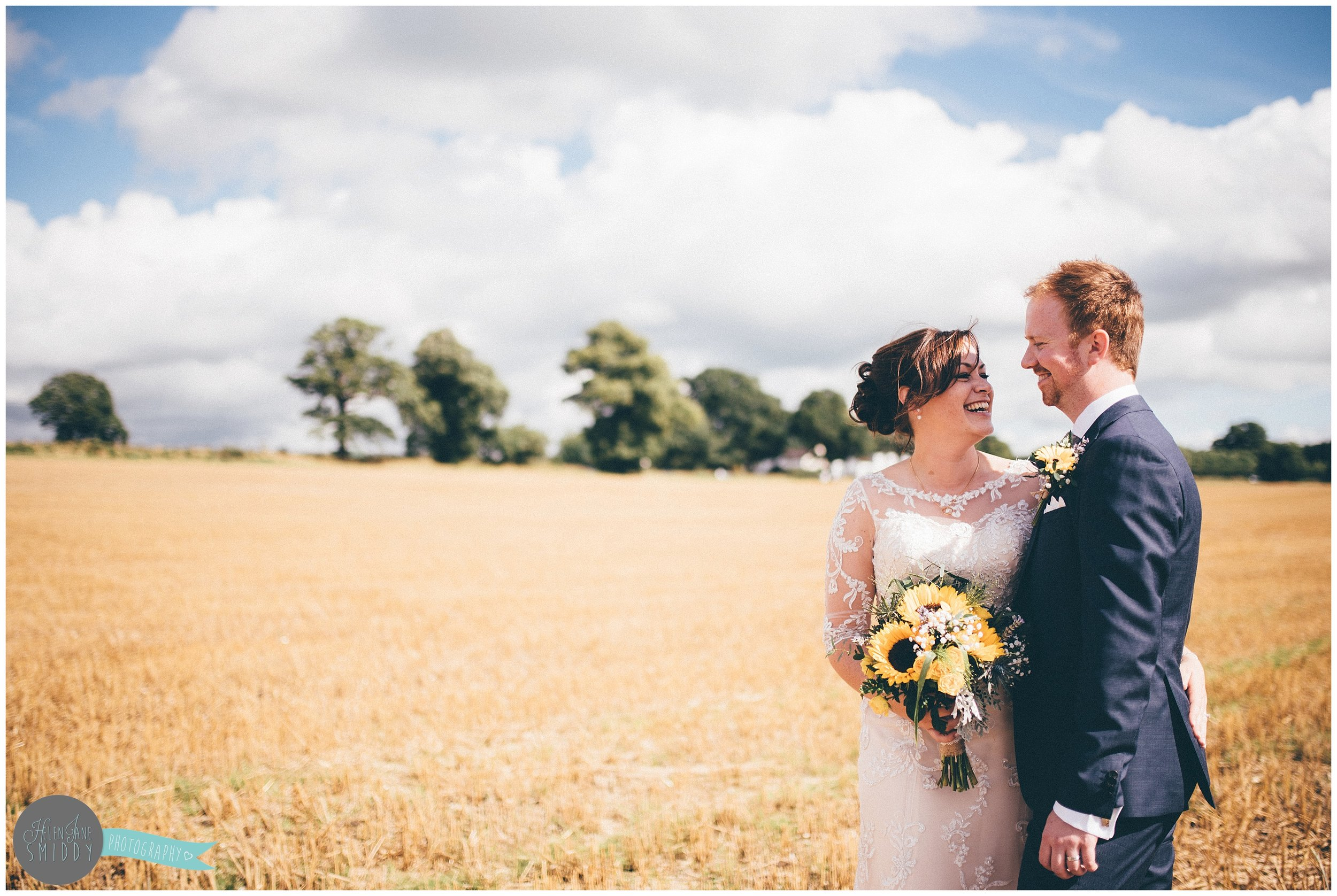 cheshire-cheshirewedding-cheshireweddingphotographer-cheshire-wedding-photographer-sandhole-oak-barn-sandholeoakbarn-wedding-photography-weddingphotography-bride-groom-brideandgroom-relaxed-rustic-wedding-sunflowers-bouncy-castle-DIY-wedding-firstdance-first-dance-balloons