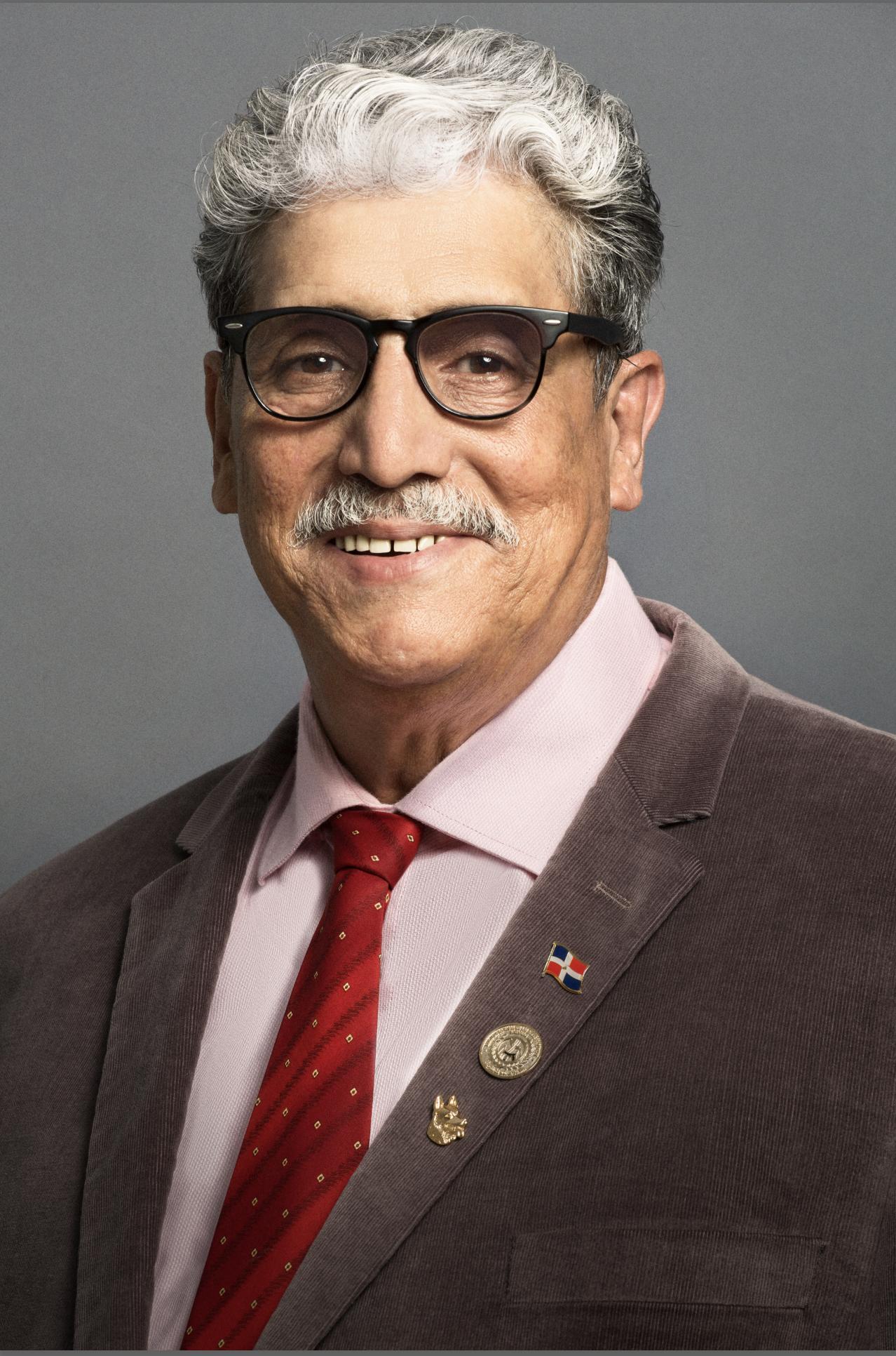 Dr. Sigfredo Frías
