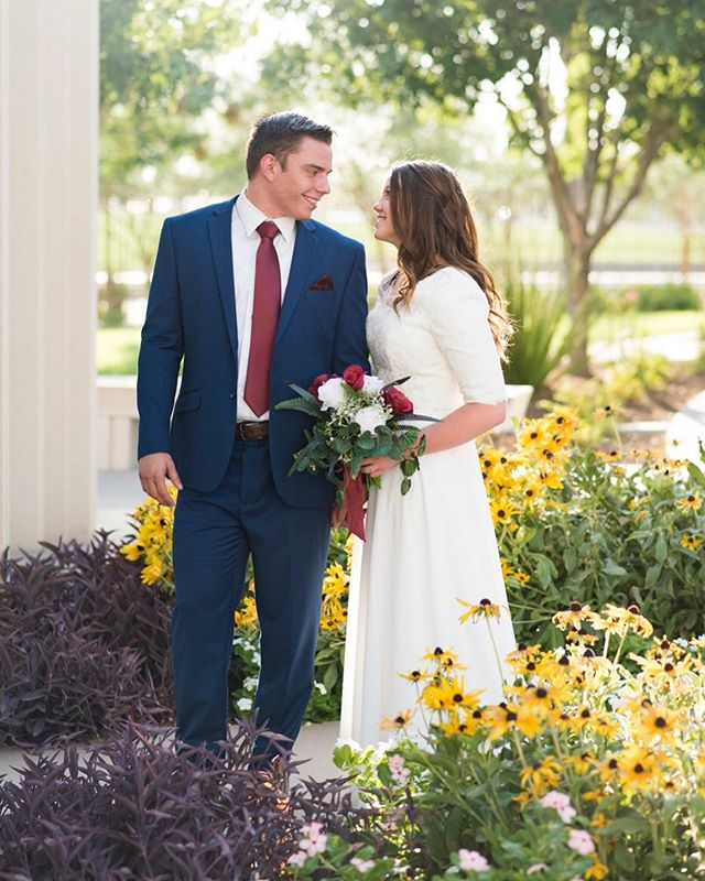 David and Lindsey's beautiful wedding is on the blog today! Warning, there are a lot of pictures. It is really hard to narrow down your favorites when the bride and groom are this gorgeous. The link is in my bio!!