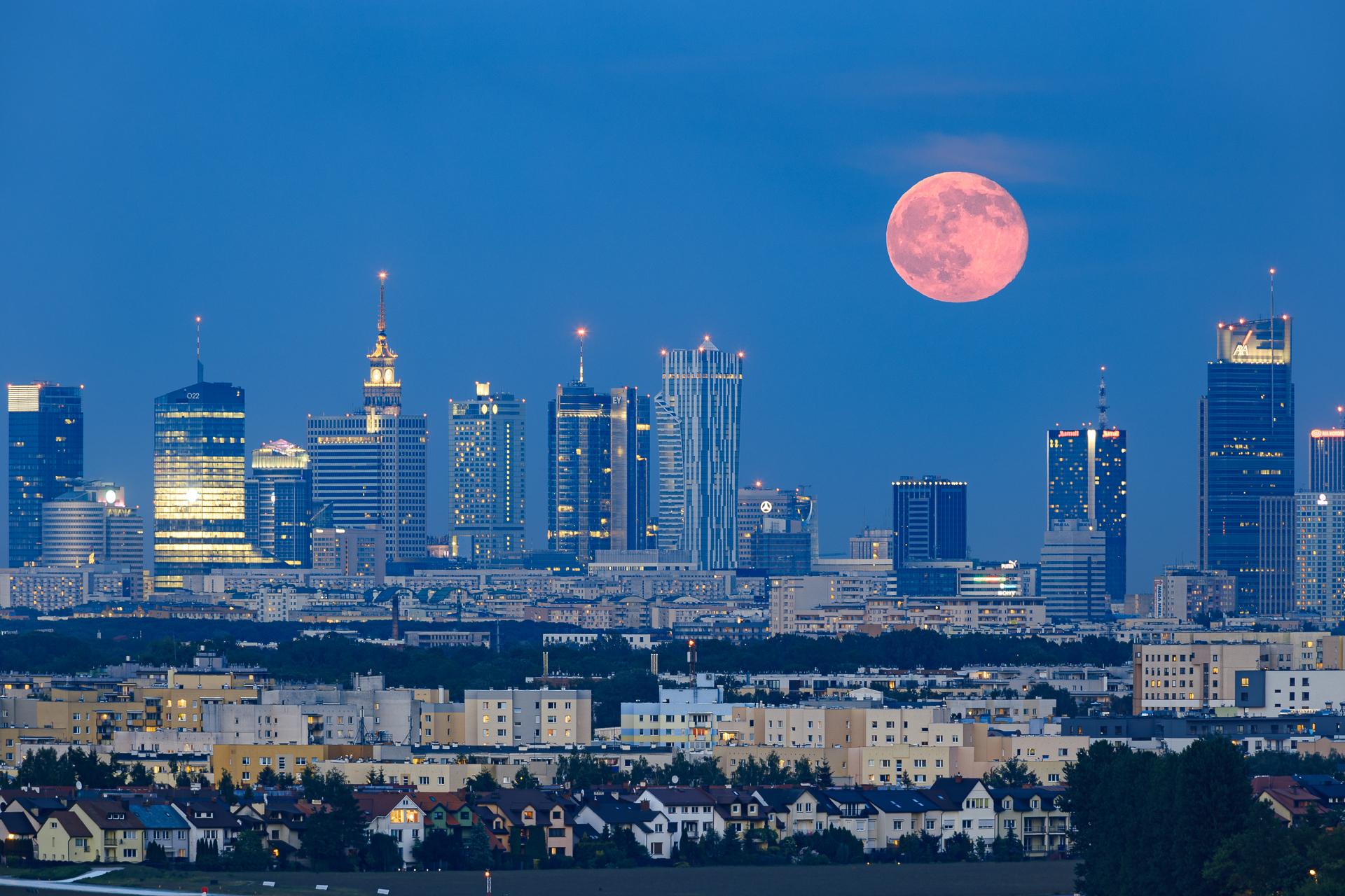 Zdjęcie księżyca nad Warszawa