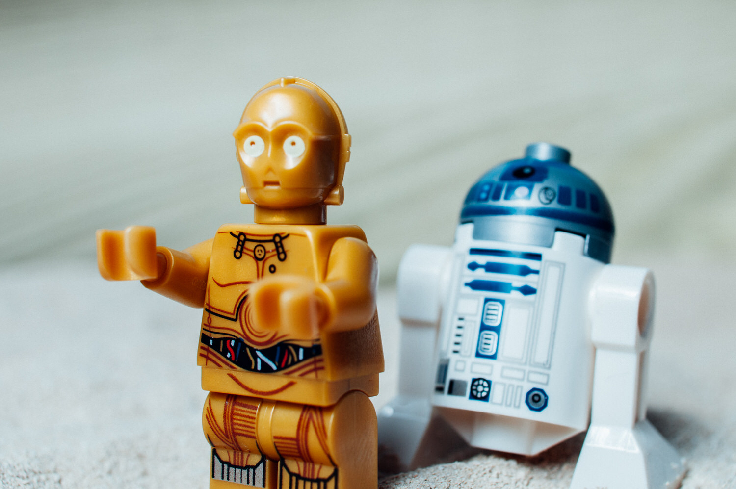 C3PO+and+R2D2+on+Tatooine-23743076399.jpg