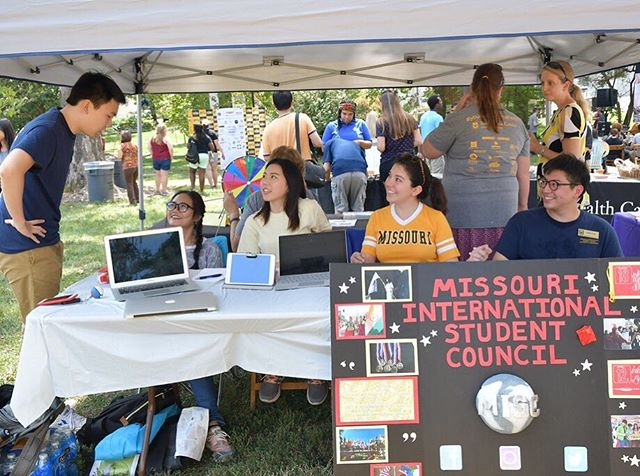 Welcome home international Tigers! 🐯  We hope to see you at the International Welcome Picnic today at the MizzouRec. Stop by the MISC table to learn more about our organization and how you can join!  Here's a throwback photo from the International Welcome Picnic in 2017!