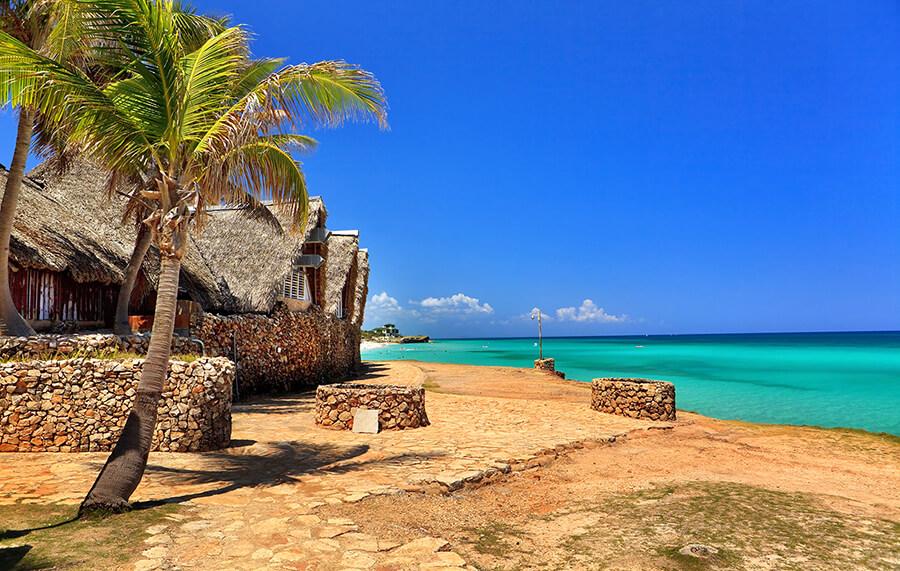 Beach_in_Varadero-Cuba.jpg