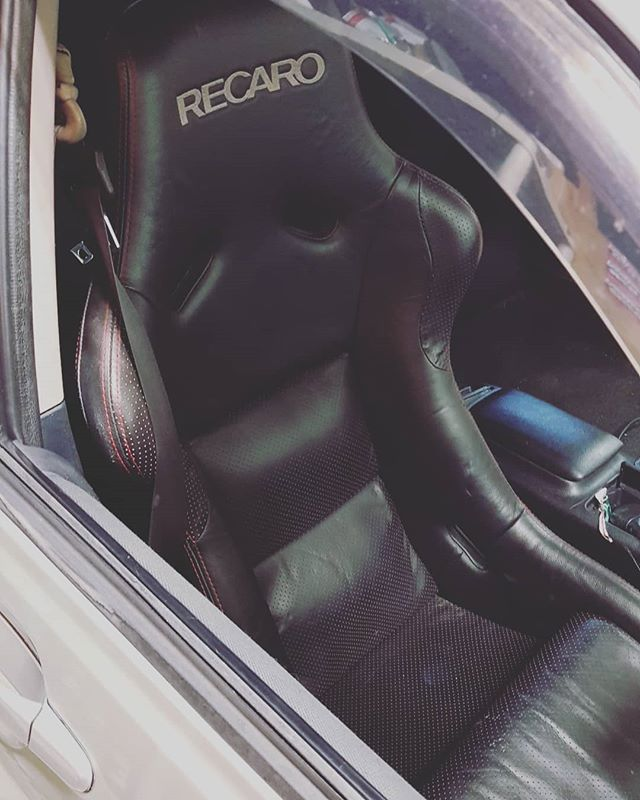 Our project Altezza got a new seat! Today we installed the Recaro SPG-N seat. Black leather with red stitching. Incredibly comfortable, but the best thing is its very very light compared to the Recaro SR3 seats. Happy.  #timeattackR #timeattack #streetattack #NSTParts #photography #carphotography #motorsportphotography #canon #sigma #zestino #sthitec #tbc #Team4Up #toyota #altezza #sxe10 #rodney #JTCC #BTCC #TRD