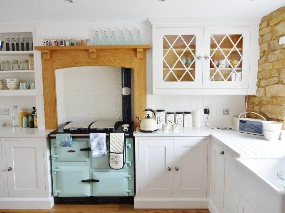 11 Cosy Country Cottage Kitchen Ideas Fifi Mcgee Interiors Renovation Blog