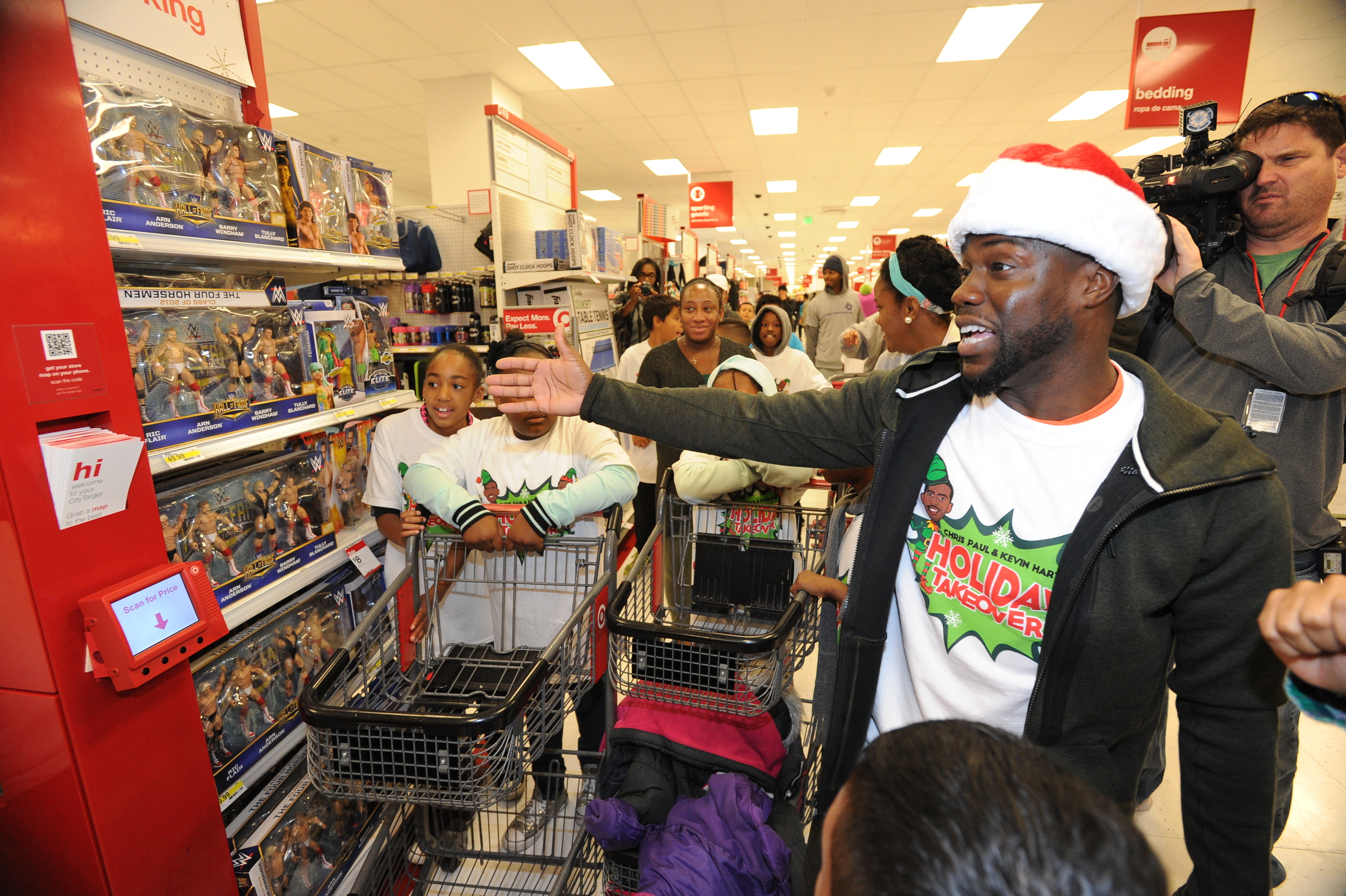 575156499_Chirs_Paul_Kevin_Hart_Holiday_Takeover_Bernstein_119.jpg