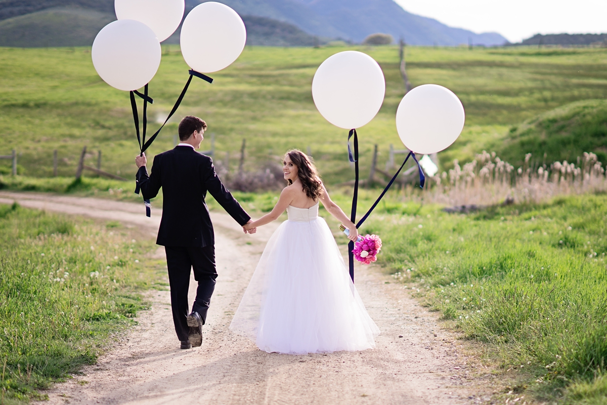 Colorado-Mountain-Wedding-Inspiration-from-Vista-View-Events. A-luxury-wedding-barn-in-the-Colorado-Rocky-Mountains.