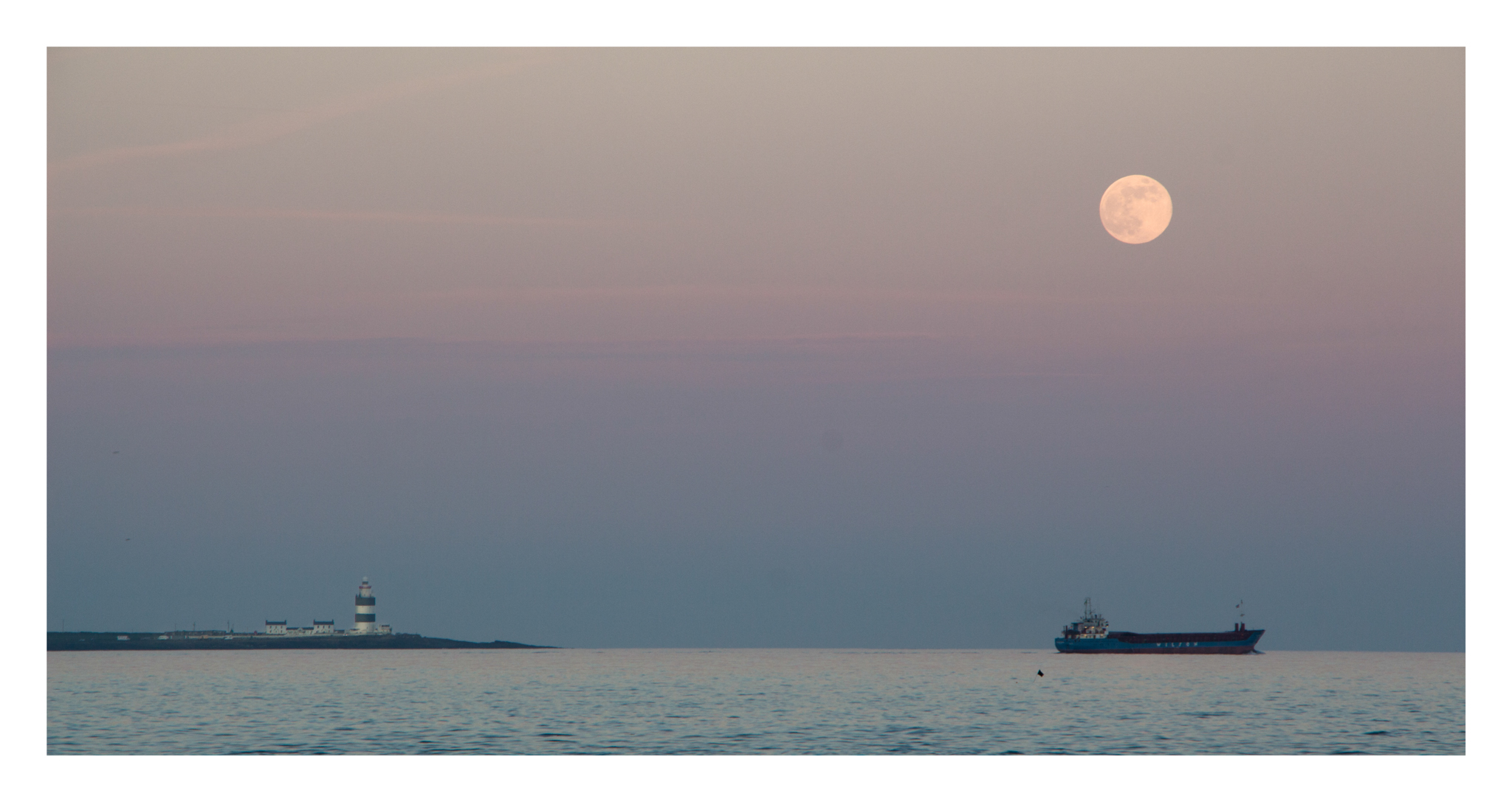 Snap across the water at Hook head light house. I had planned to catch the moon as it rose behind the lighthosue but the hase obsecured it completly