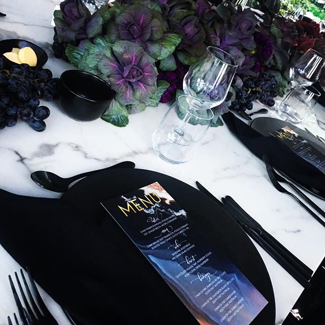 Who would have thought kale could look so fancy!!! @thecollaborative @mivioleta @theritchfamily #aubergine #florals #tablesetting 🖤