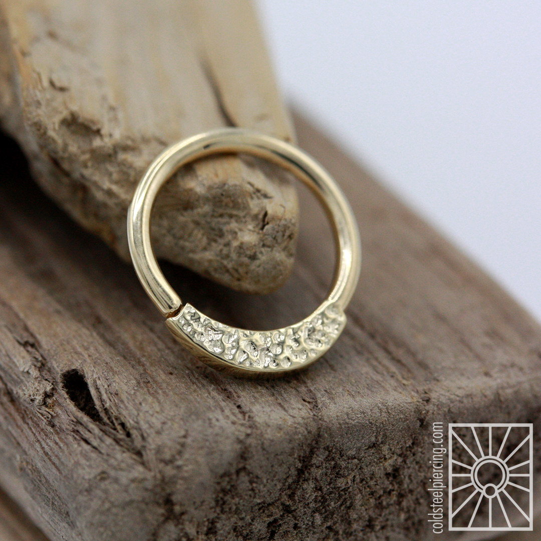 """Ever have trouble deciding between two equally amazing pieces of jewelry? Well sometimes you can have both! This gorgeous """"Janna"""" seam ring from Body Vision Los Angeles was custom made for one of our wonderful clients to be double sided - pavè texture on one side, hammered texture on the other. Now that's what we call a win win ✨"""