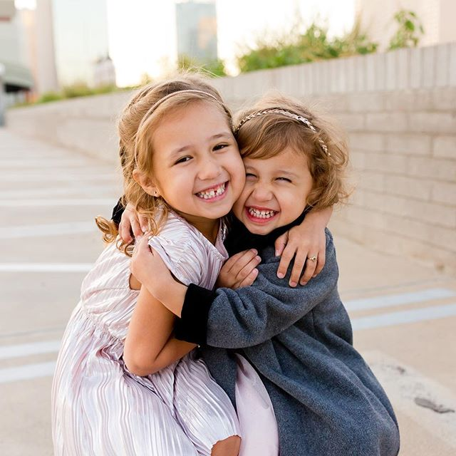 Three sessions away from being done and i couldn't be more happier or sadder, I love for November because I love all my people but I end up missing my people too. T minis 25 days until I get to squeeze my own sister just like these two sweet girls, I hope they always love each other with this same passion it's simply the best ☺️😍🥰