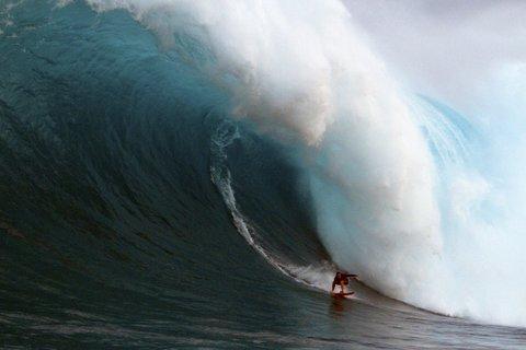 WOMEN WHO SURF - ANDREA MOLLER AT PE'AHI