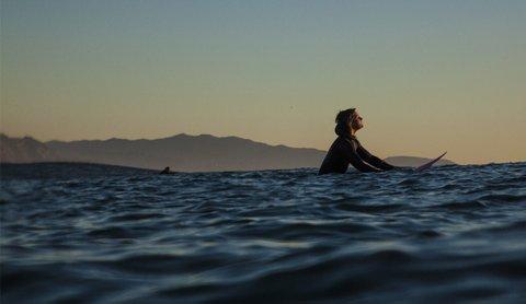 WOMEN WHO SURF - BIANCA VALENTI SOAKS UP SUN