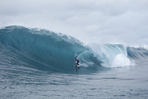 WOMEN WHO SURF - SALLY FITZ AT OURS