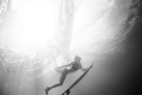 WOMEN WHO SURF - ROSY HODGE
