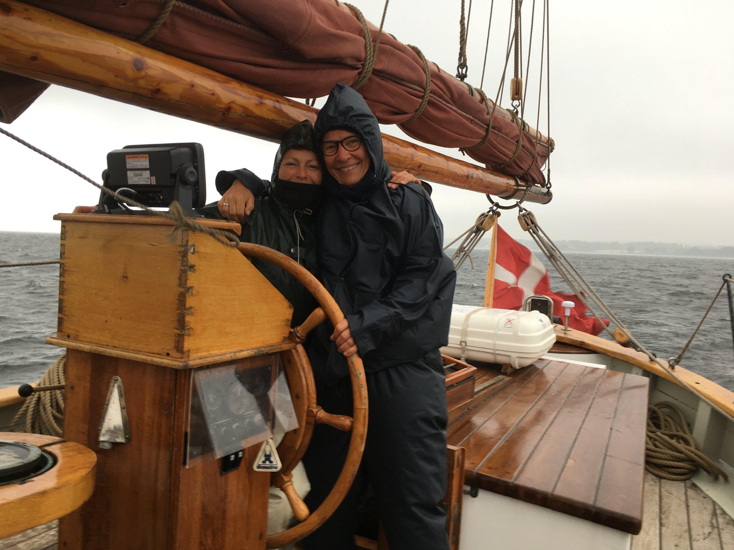 Lise og Christina - skipper og sailmaster.JPG