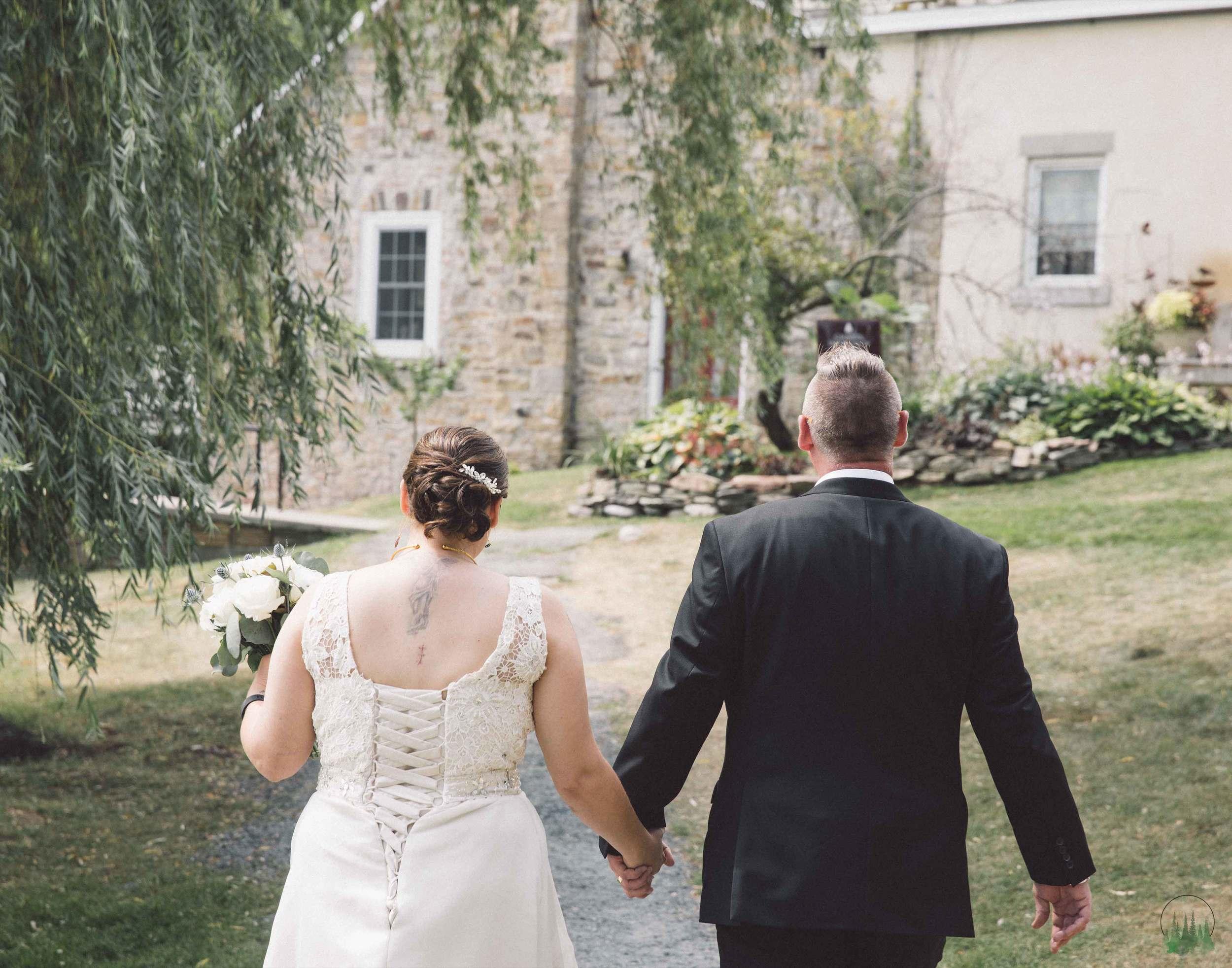 Mr&Mrs-Howell-95sig.jpg