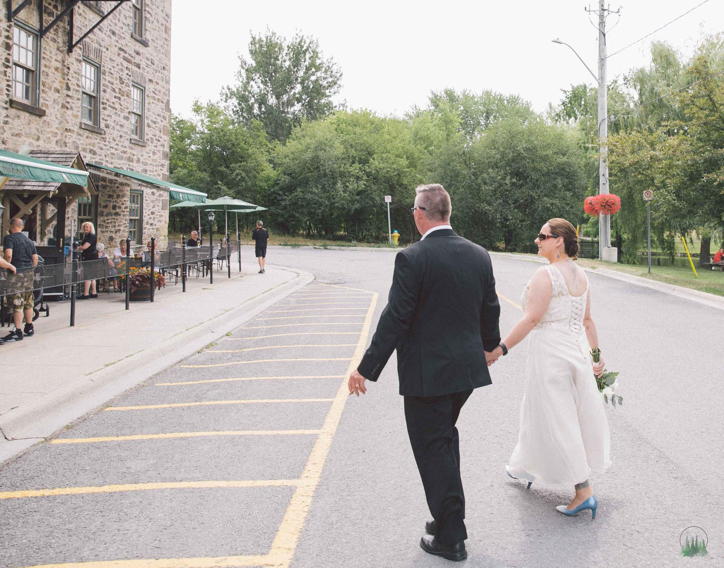 Mr&Mrs-Howell-127sig.jpg