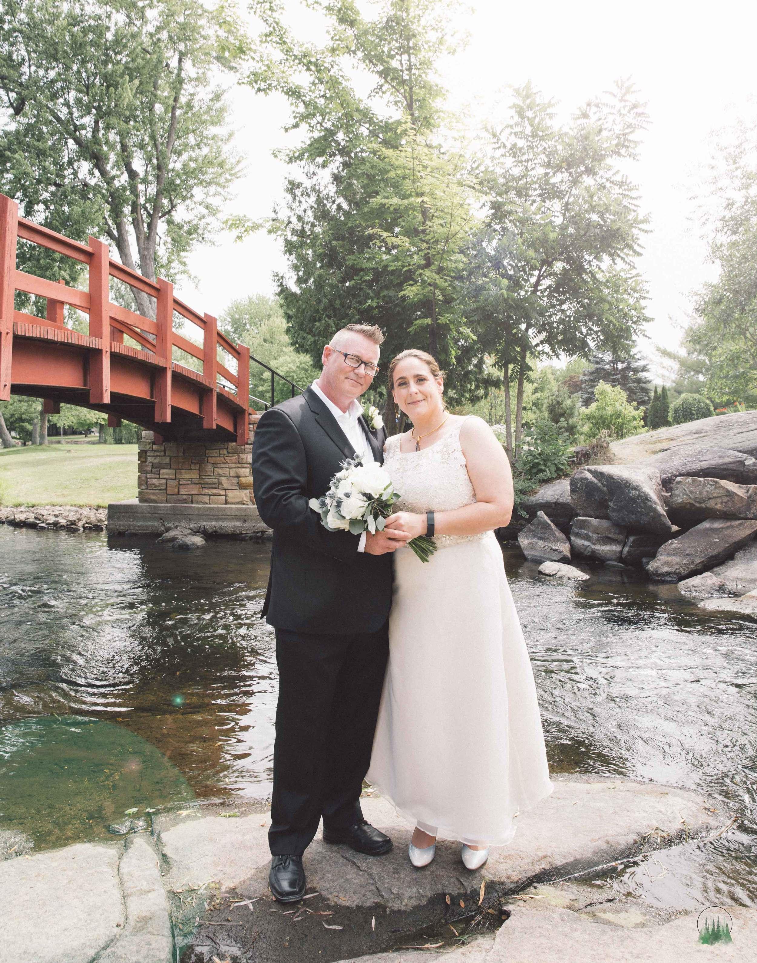 Mr&Mrs-Howell-107sig.jpg
