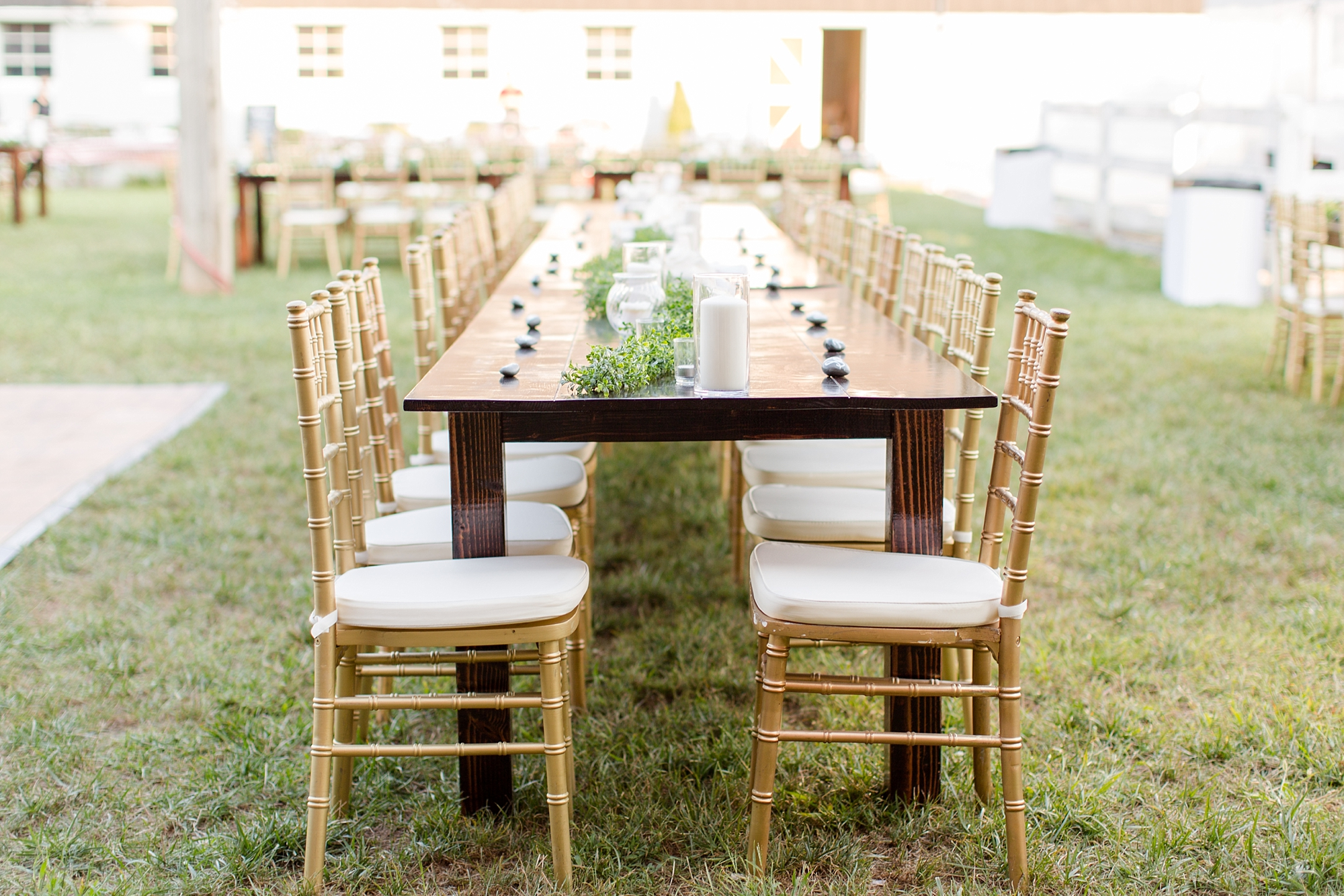 In love with these tables and chairs.